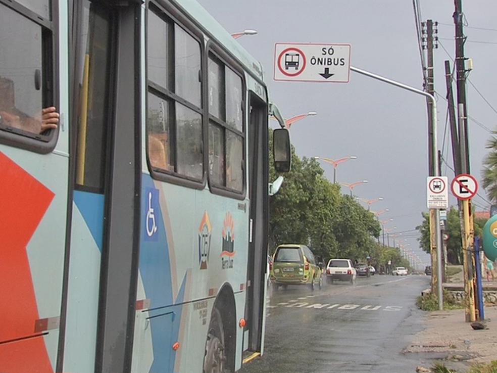 Carros podem trafegar em faixa de ônibus em Fortaleza até 200 m antes de conversão, decide STF (Foto: TVM/Reprodução)