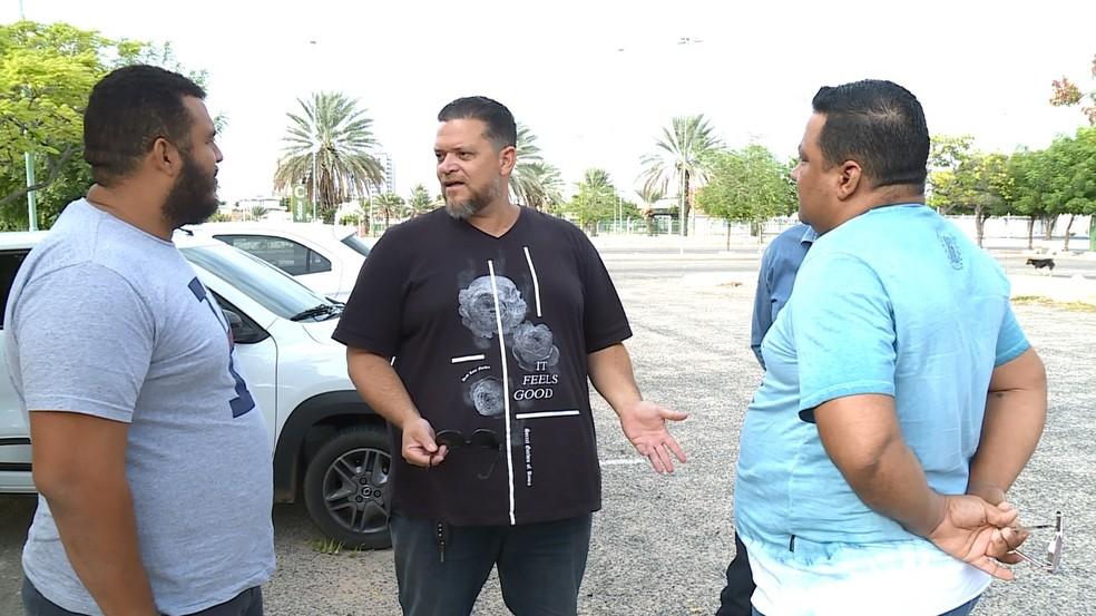 O motoristas se uniram em uma campanha de valorização de aplicativos locais.  — Foto: Reprodução/TV Grande Rio