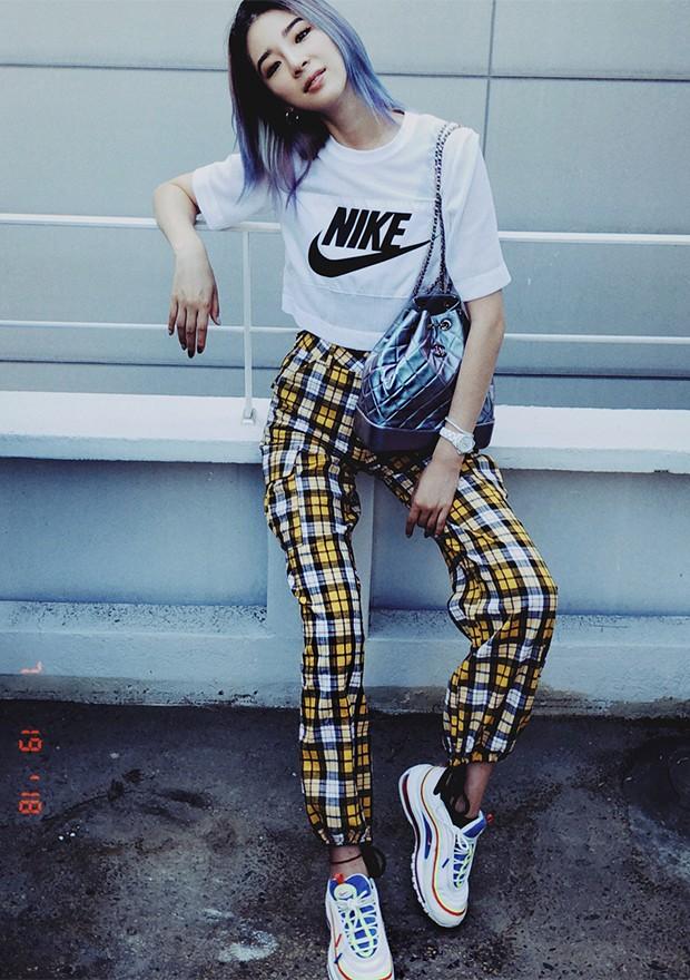 As logomania é um destaque da moda coreana (Foto: Instagram / Irene Kim)