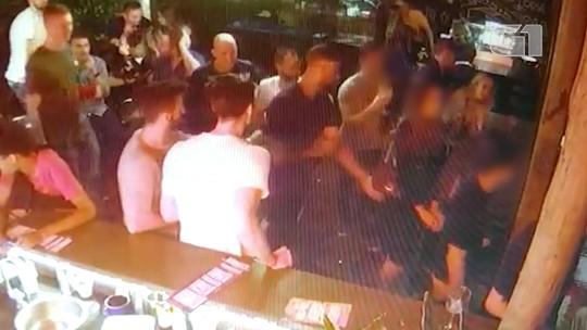 Vídeo mostra astro do vôlei francês Earvin Ngapeth assediando sexualmente uma mulher em uma boate de BH