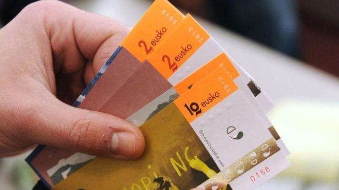 Lançada em 2013, a micromoeda eusko atingiu o equivalente a 1 milhão de euros (R$ 4,5 milhões) em circulação em 2018 (Foto: GETTY IMAGES/BBC News Brasil)