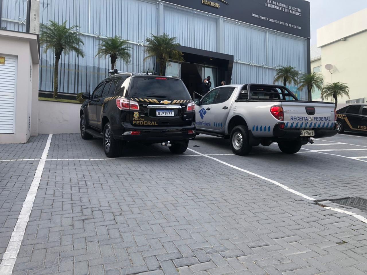 Operação contra sonegação fiscal mira em sequestro de veículos e imóveis de luxo em SC