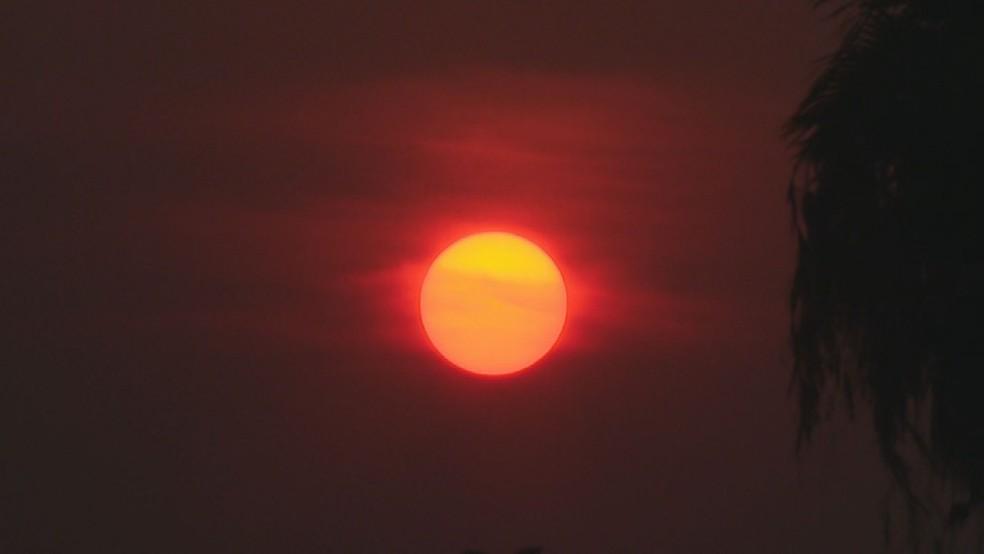 Nascer do sol no DF com névoa seca nesta sexta-feira (10) — Foto: TV Globo/Reprodução