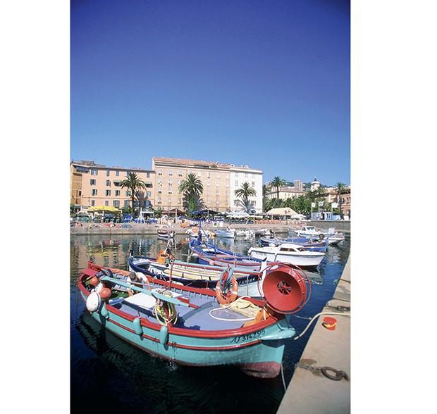 Uma das marinas de bonifácio, a capital da Córsega (Foto: Thinkstock)
