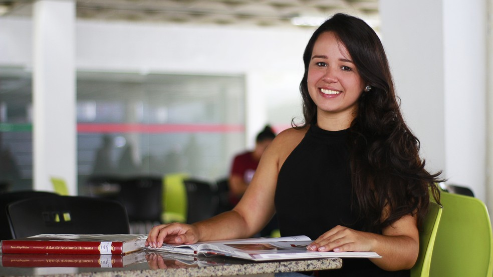Natural de João Pessoa, Camila Carla do Amaral Rodrigues chegou a cursar Odontologia enquanto alimentava o sonho de ser médica.  (Foto: Sidney Almeida)