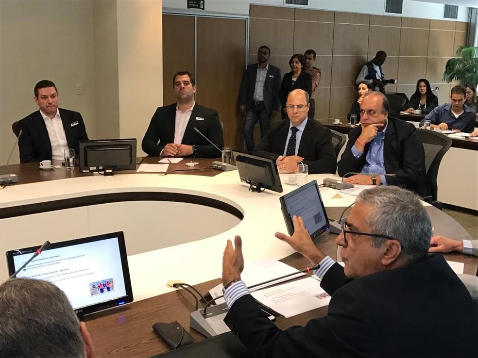 Pezão e o governador eleito Wilson Witzel na reunião nesta terça-feira (27), em um dos últimos compromissos públicos antes da prisão — Foto: Raoni Alves/G1