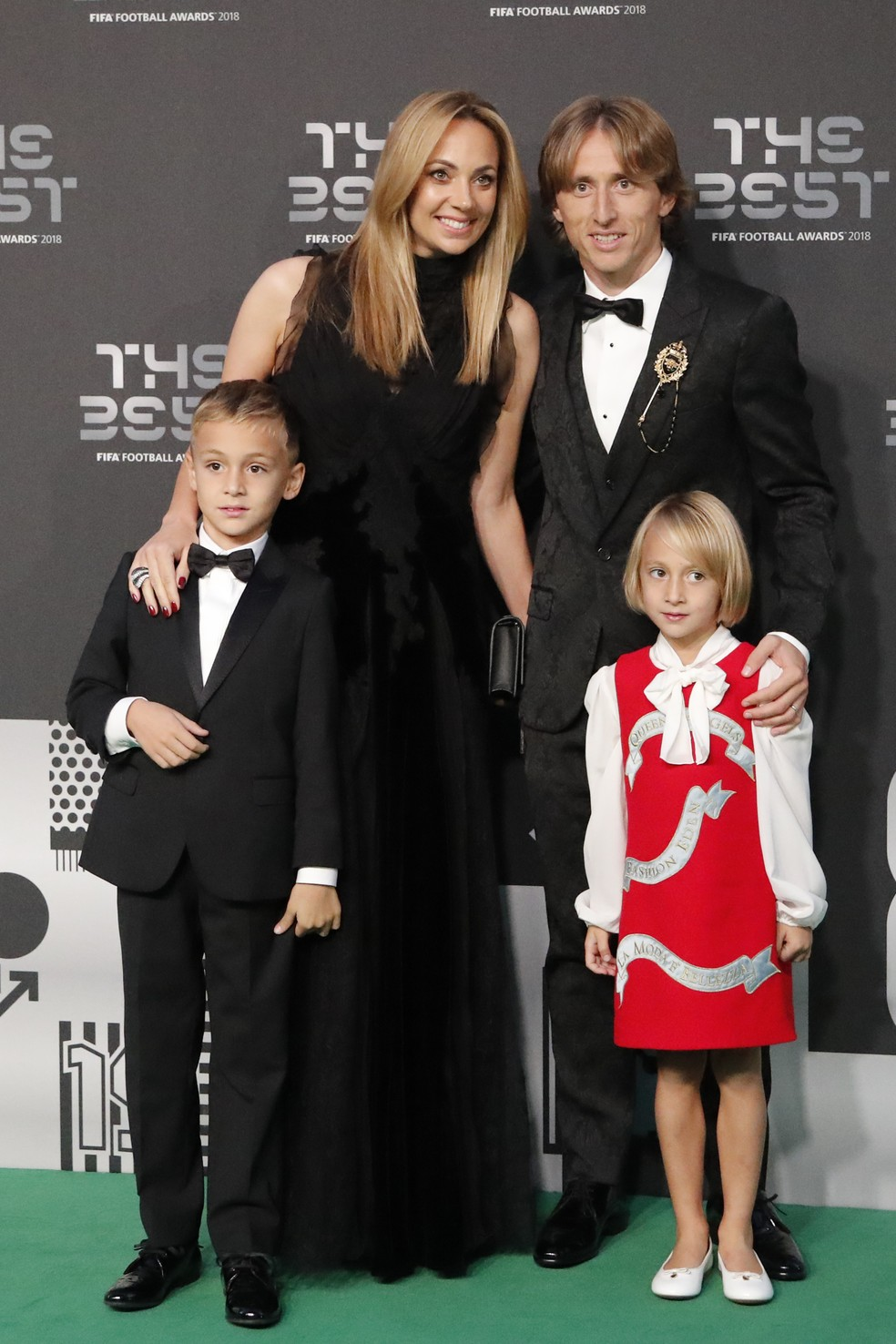 Modric levou a esposa e os filhos ao evento Fifa The Best — Foto: ASSOCIATED PRESS