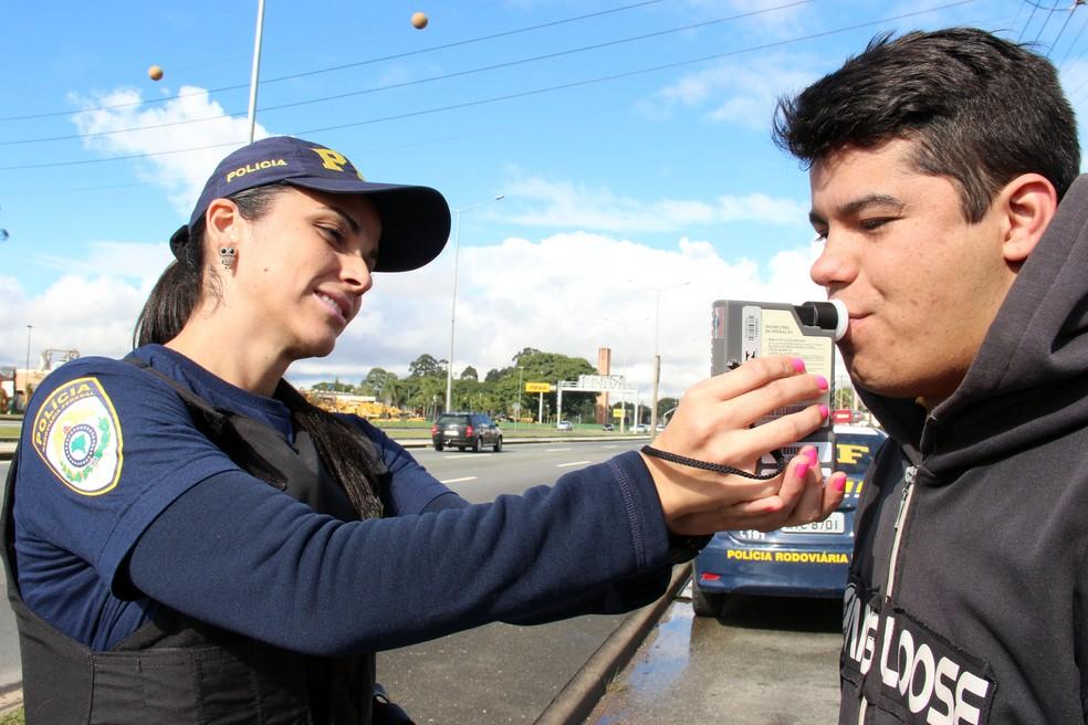 Lei Seca brasileira não tem tolerância para qualquer quantidade de álcool (Foto: Divulgação/Detran-PR)