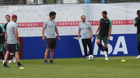 CR7 cai no riso com erro de Guedes e faz dancinha em treino de Portugal