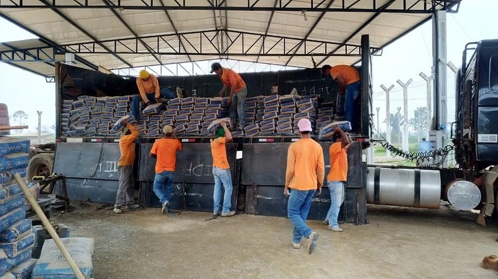 Fábrica de artefatos de cimento funciona dentro do Centro de Ressocialização de Buritis — Foto: Sejus/Divulgação