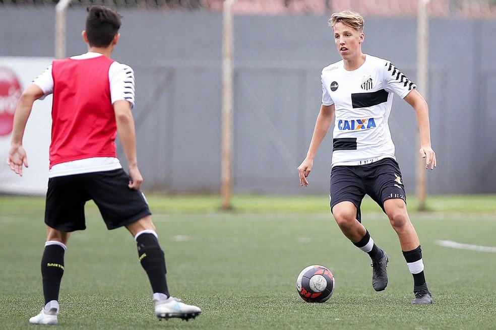 Bruno Pelegrini é um dos destaques da equipe comandada pelo técnico Aarão Alves (Foto: Pedro Ernesto Guerra Azevedo / Santos FC)