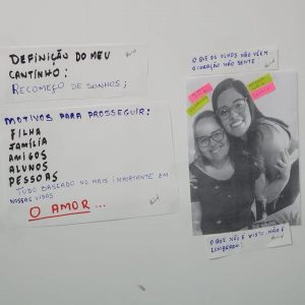 O painel começou com a colagem de uma foto de Elisângela com a filha — Foto: Arquivo pessoal