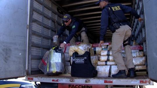 Caminhão apreendido em operação de MS carregava 11 t de maconha, armas e munições de uso restrito