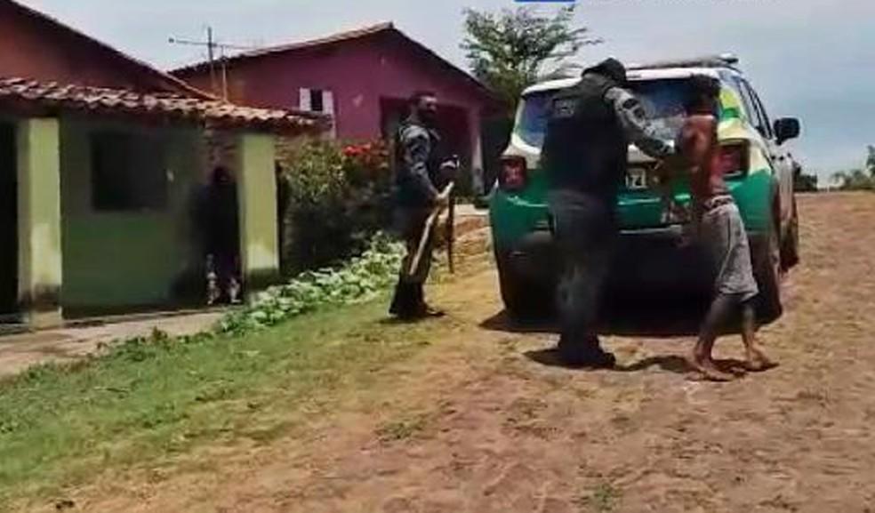 Homem é preso suspeito de maus tratos a uma cadela em Piripiri — Foto: Reprodução / Portal Piripiri Repórter