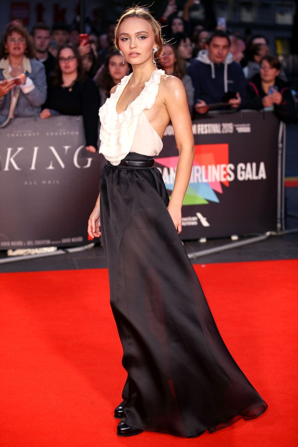 "LONDON, ENGLAND - OCTOBER 03: Lily-Rose Depp attends ""The King"" UK Premiere during the 63rd BFI London Film Festival at Odeon Luxe Leicester Square on October 3, 2019 in London, England. (Photo by Mike Marsland/WireImage) (Foto: Mike Marsland/WireImage)"