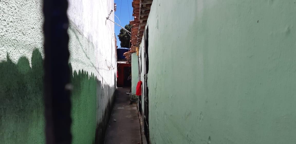 Polícia desativa desmanche que funcionava em vila de kitnets e apreende motos roubadas, em Fortaleza