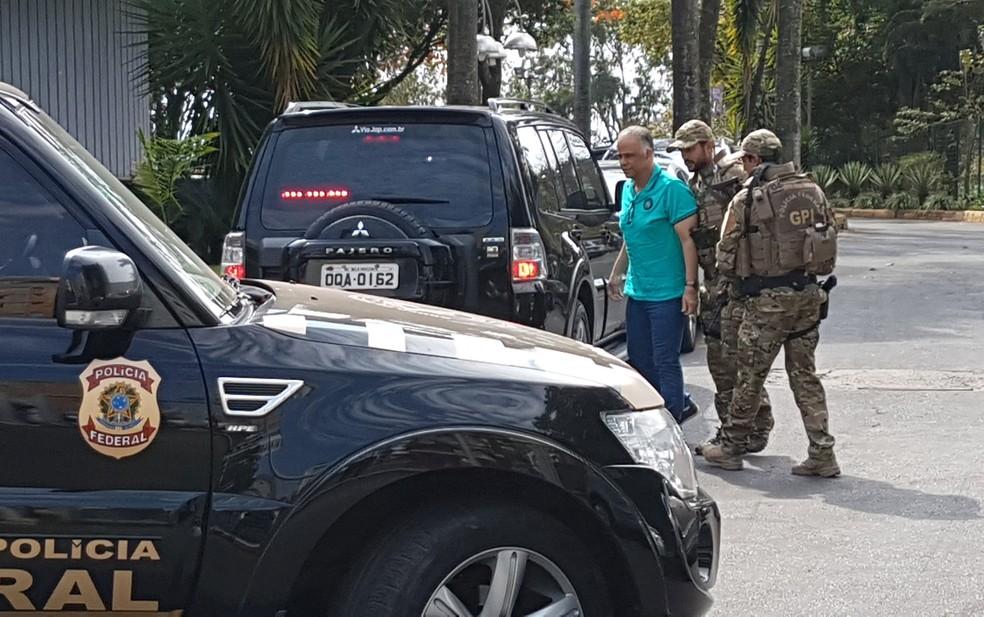 Marcos Valério chega à sede da Polícia Federal, em Belo Horizonte. (Foto: Pedro Ângelo/G1)