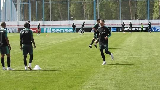 Cristiano Ronaldo esbanja habilidade com domínio de letra no treino de  Portugal 2d5cbaacf1235