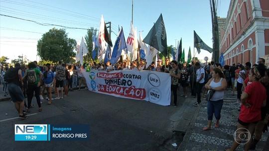 Ato contra bloqueios de verbas para universidades federais e reforma da Previdência é realizado no Recife
