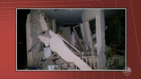 Bandidos explodem agências e fogem atirando em cidade no sudoeste da Bahia
