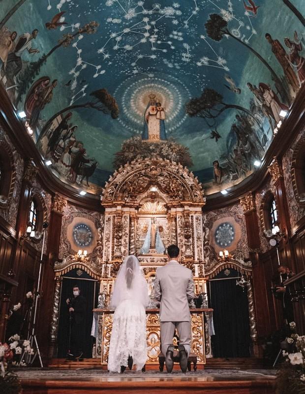 Carol Celico e Eduardo Scarpa têm casamento celebrado na tradicional Igreja Nossa Senhora do Brasil, em São Paulo (Foto: Reprodução/Instagram (@brunovanenck))