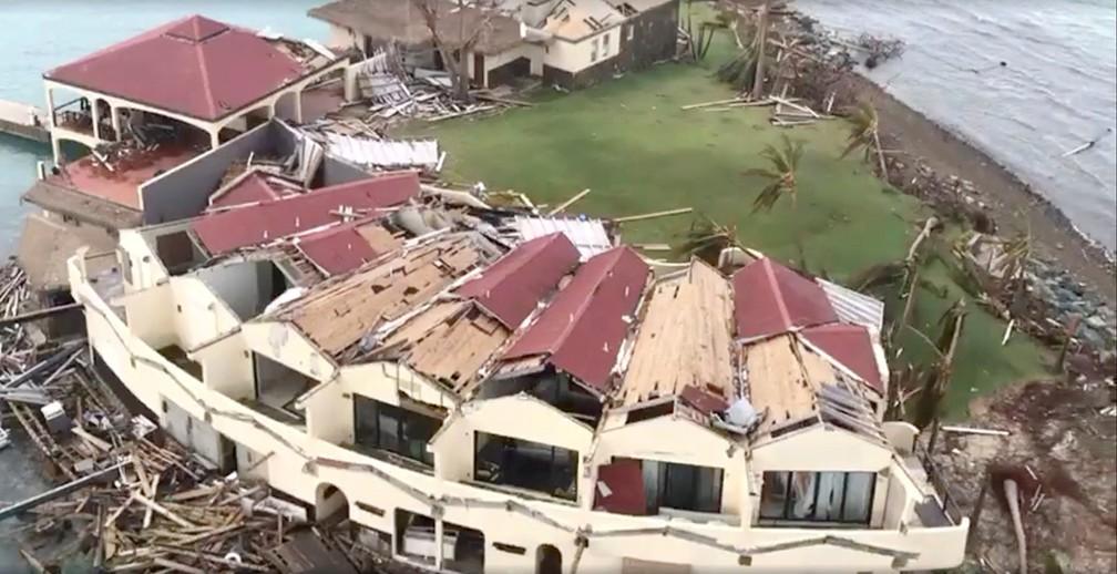 Vista aérea da destruição após o furacão Irma, em Saba Rock, Ilhas Virgens Britânicas (Foto: Caribbean Buzz Helicopters/via Reuters)