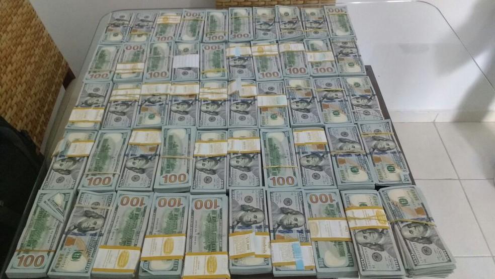 Dinheiro apreendido na casa do suspeito (Foto: Ascom/PF)