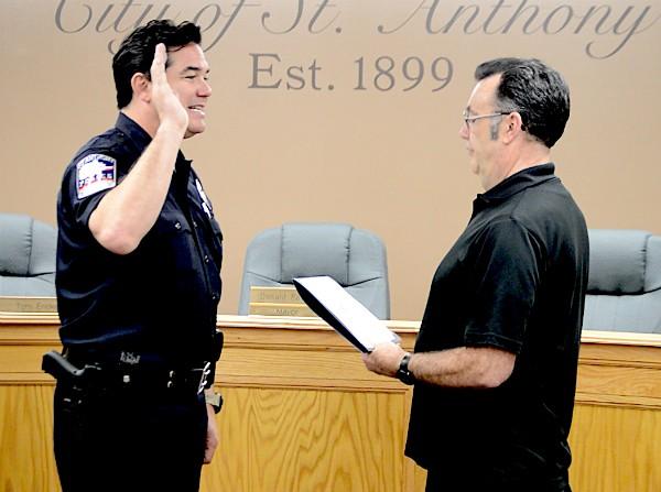 Dean Cain durante seu juramento  (Foto: Divulgação)