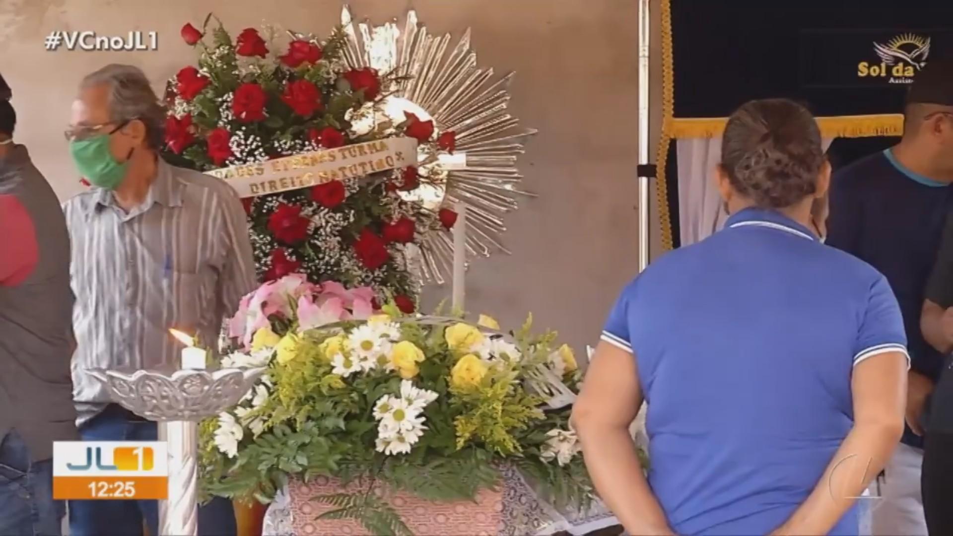 Mãe e filha assassinadas em chácara são veladas em Marabá