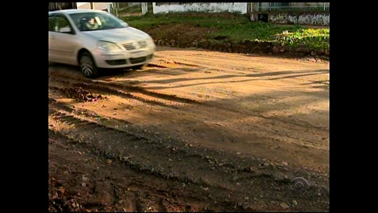 Cratera da rua Procópio Gomes é fechada