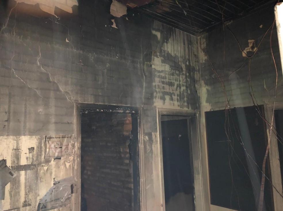 Prédio da Polícia Civil de Itaí pega fogo e fica completamente destruído — Foto: Corpo de Bombeiros/ Divulgação