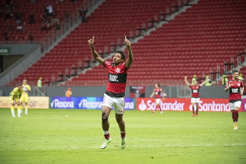 Vitinho ostenta importante marca com Renato e espera ciclo de mais harmonia no Flamengo
