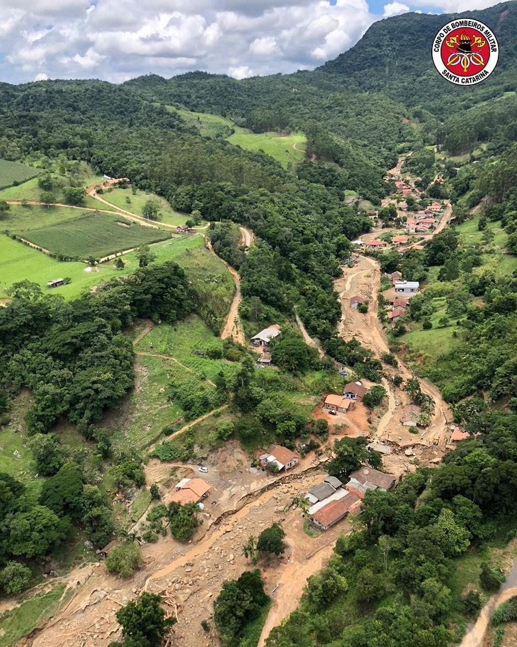 Bombeiros realizaram na sexta-feira (18) um sobrevoo nas regiões afetadas pelo temporal em SC — Foto: Divulgação/Corpo de Bombeiros