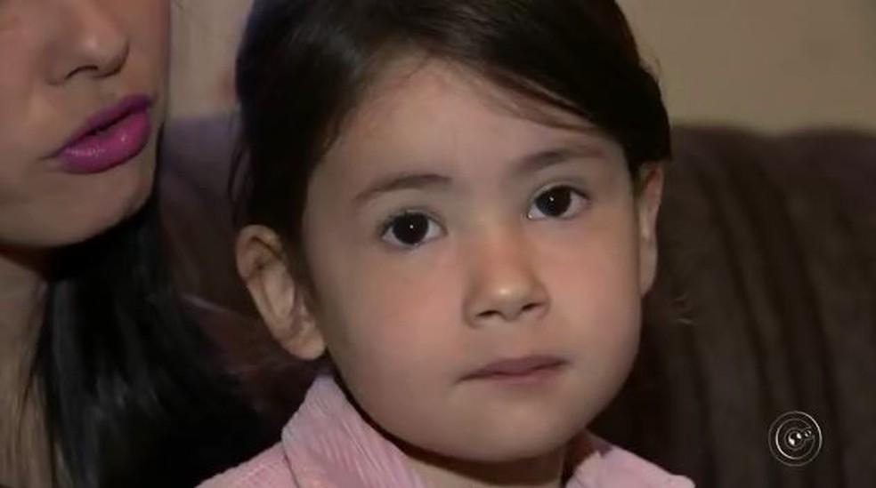 Emanuelly Aghata da Silva morreu ao ser espancada supostamente pelos pais (Foto: Reprodução/TV TEM)
