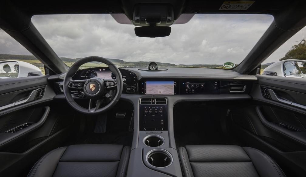 Interior do Porsche Taycan tem pouquíssimos botões — Foto: Divulgação