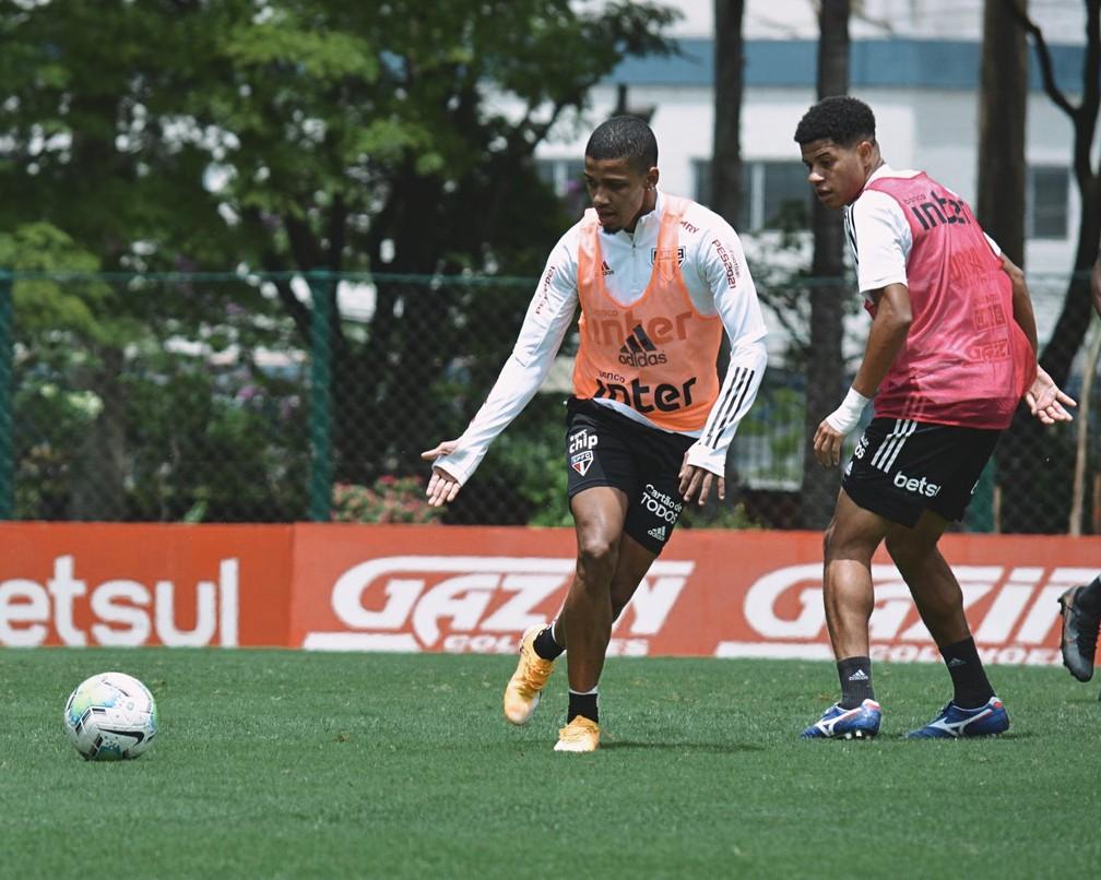 Brenner e Gabriel Sara no treino do São Paulo — Foto: Erico Leonan / saopaulofc.net