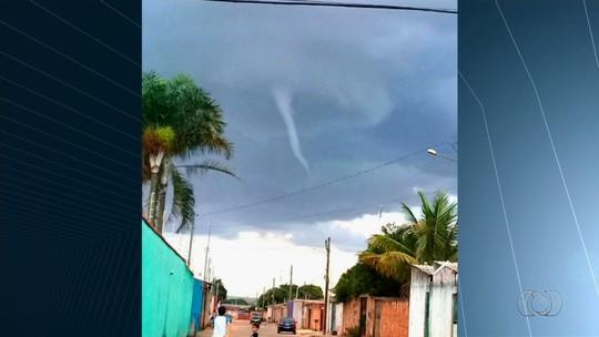 Moradores se impressionam com nuvem funil em Águas Lindas de Goiás
