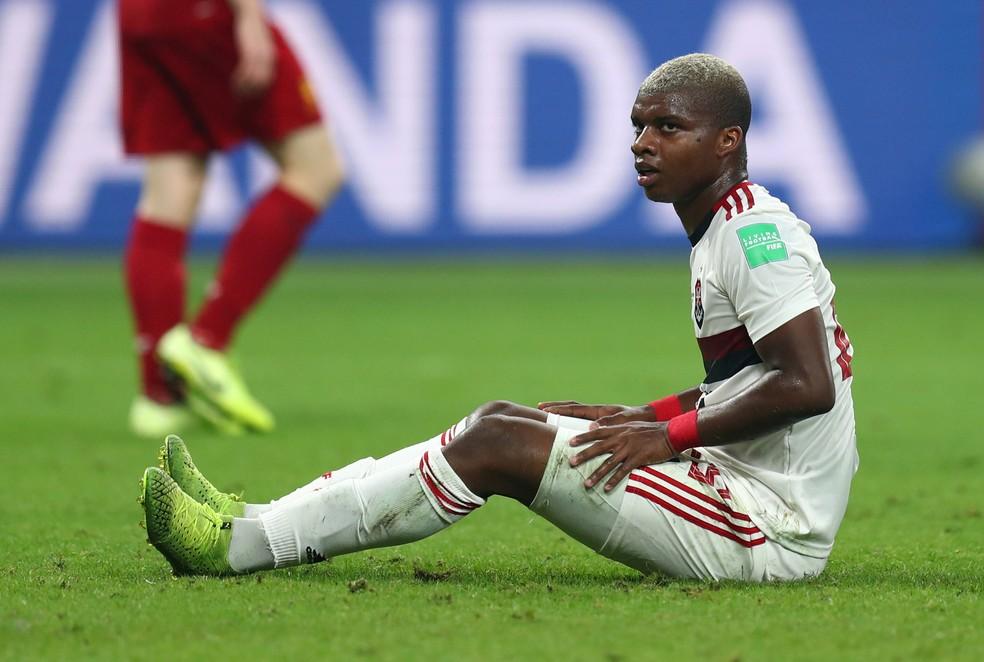 Lincoln desolado após perder gol no fim contra o Liverpool — Foto: REUTERS/Ibraheem Al Omari