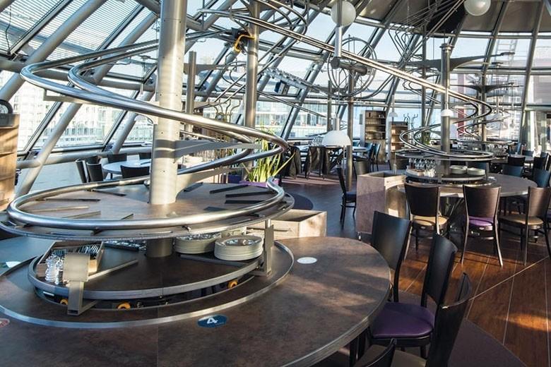 Os trilhos do curioso Rollercoaster Restaurant (Foto: Divulgação)
