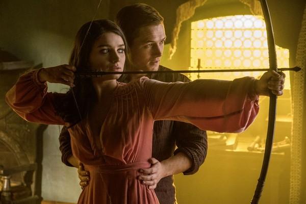 A atriz Eve Hewson em cena de Robin Hood (2018) (Foto: Reprodução)