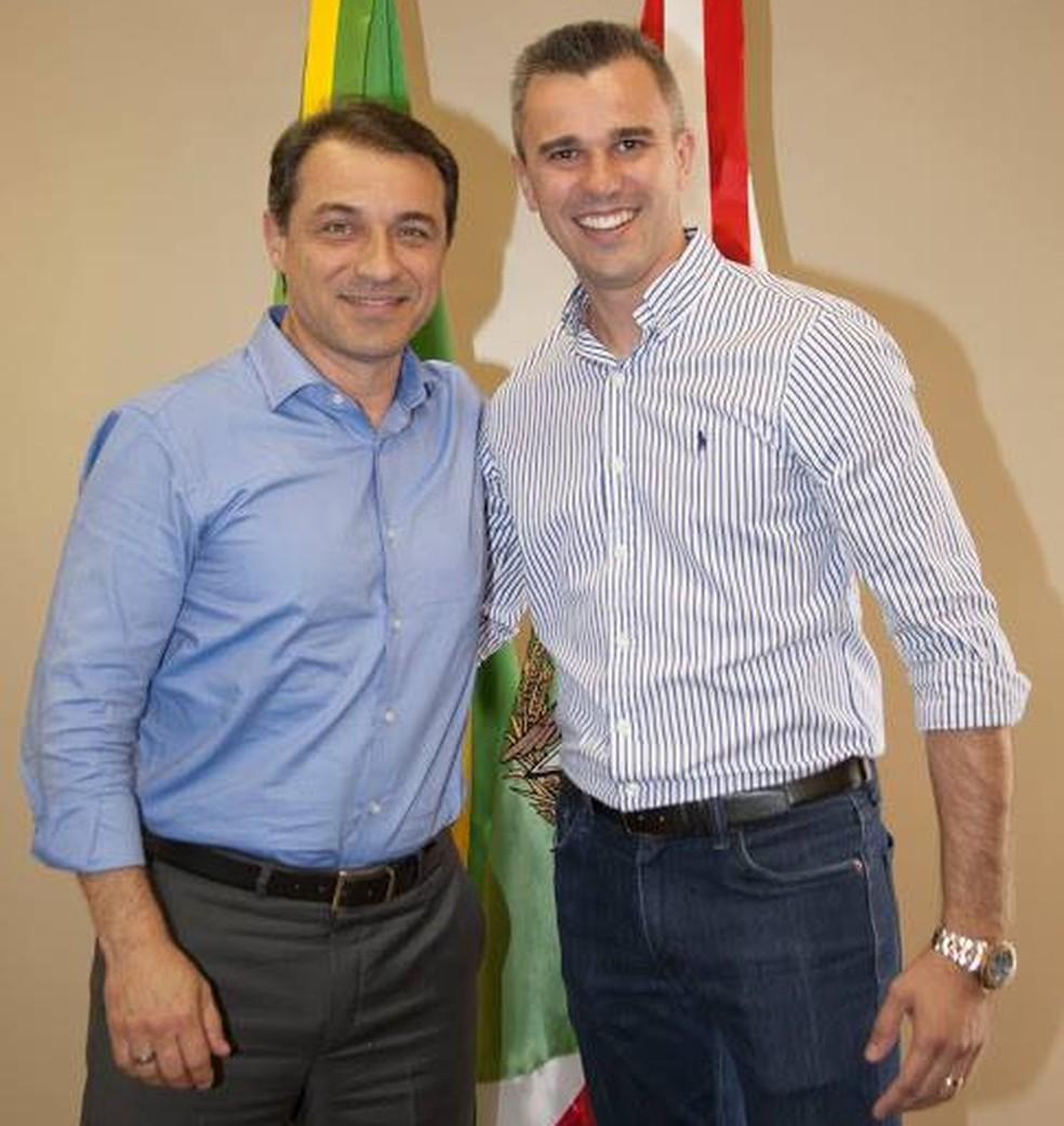Carlos Moisés com Douglas Borba — Foto: Equipe de transição do governo de Santa Catarina/Divulgação