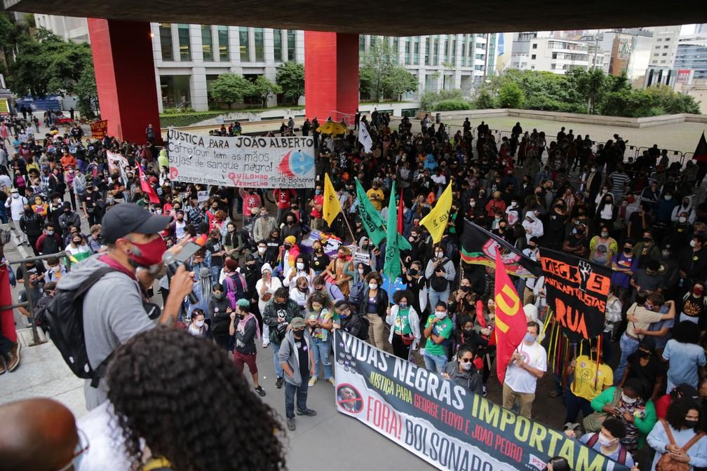 Vão do MASP - passeata da consciência negra e justiça de João Aberto Silveira Freitas, 40 anos morto por um PM e um segurança do hipermercado Carrefour de Porto Alegre. — Foto: LEO ORESTES/FRAMEPHOTO/FRAMEPHOTO/ESTADÃO CONTEÚDO