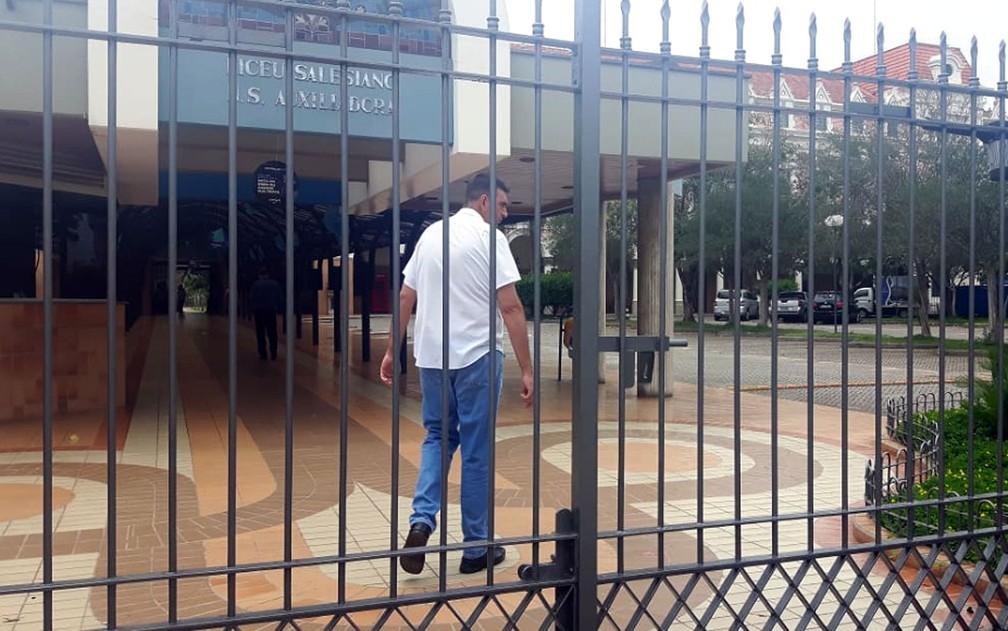 ENEM 2018 - DOMINGO (4) – CAMPINAS (SP): Portão fechado no Liceu Salesiano, em Campinas — Foto: Bruna Pereira/G1