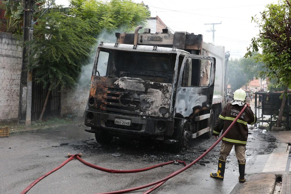 Membros de facções atacaram prédios, equipamentos e veículos públicos e privados, em todo o estado, em janeiro de 2019 — Foto: José Leomar/G1