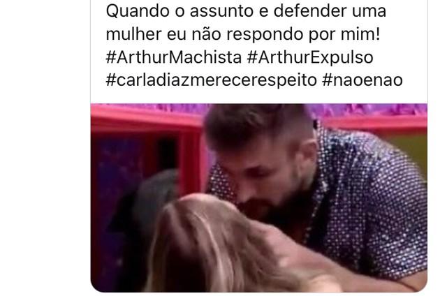 Internautas pedem expulsão de Arthur (Foto: Reprodução)