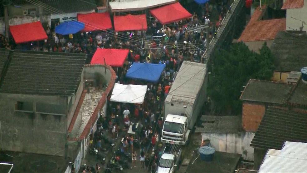 Baile funk no Complexo do Chapadão, na Zona Norte do Rio — Foto: Reprodução/TV Globo