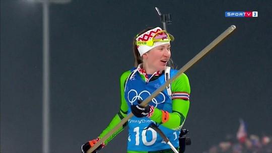 Cadê a bandeira? Vento trai atleta de Belarus no momento da comemoração