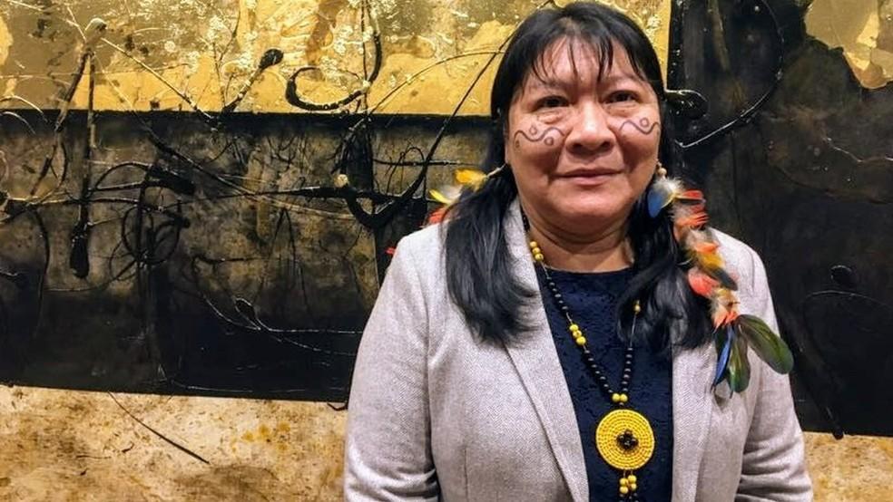 Joênia Wapichana, eleita deputada federal, foi a primeira indígena a se formar em Direito no Brasil — Foto: BBC