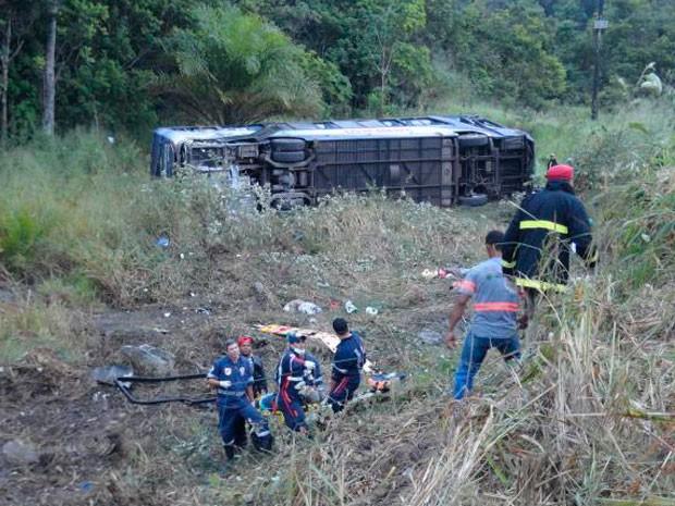 Acidente grave com ônibus perto de Teixeira de Freitas, BR-101, Bahia (Foto: LiberdadeNews)