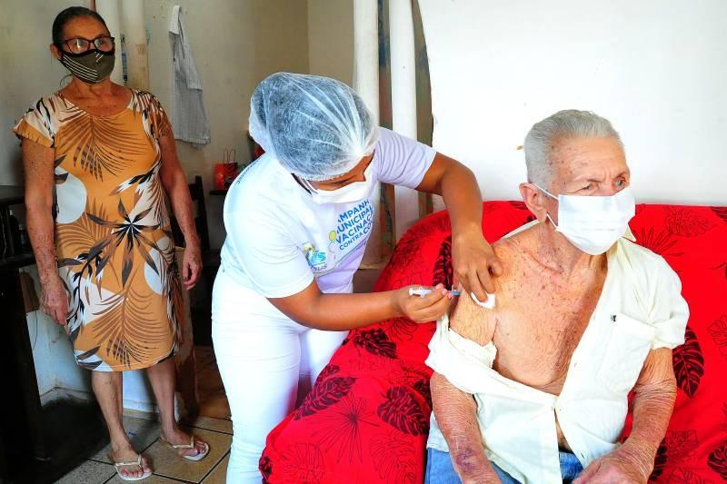 Mortes por Covid-19 em idosos com mais de 65 anos caem 46% em São Luís, após intensificação da vacinação